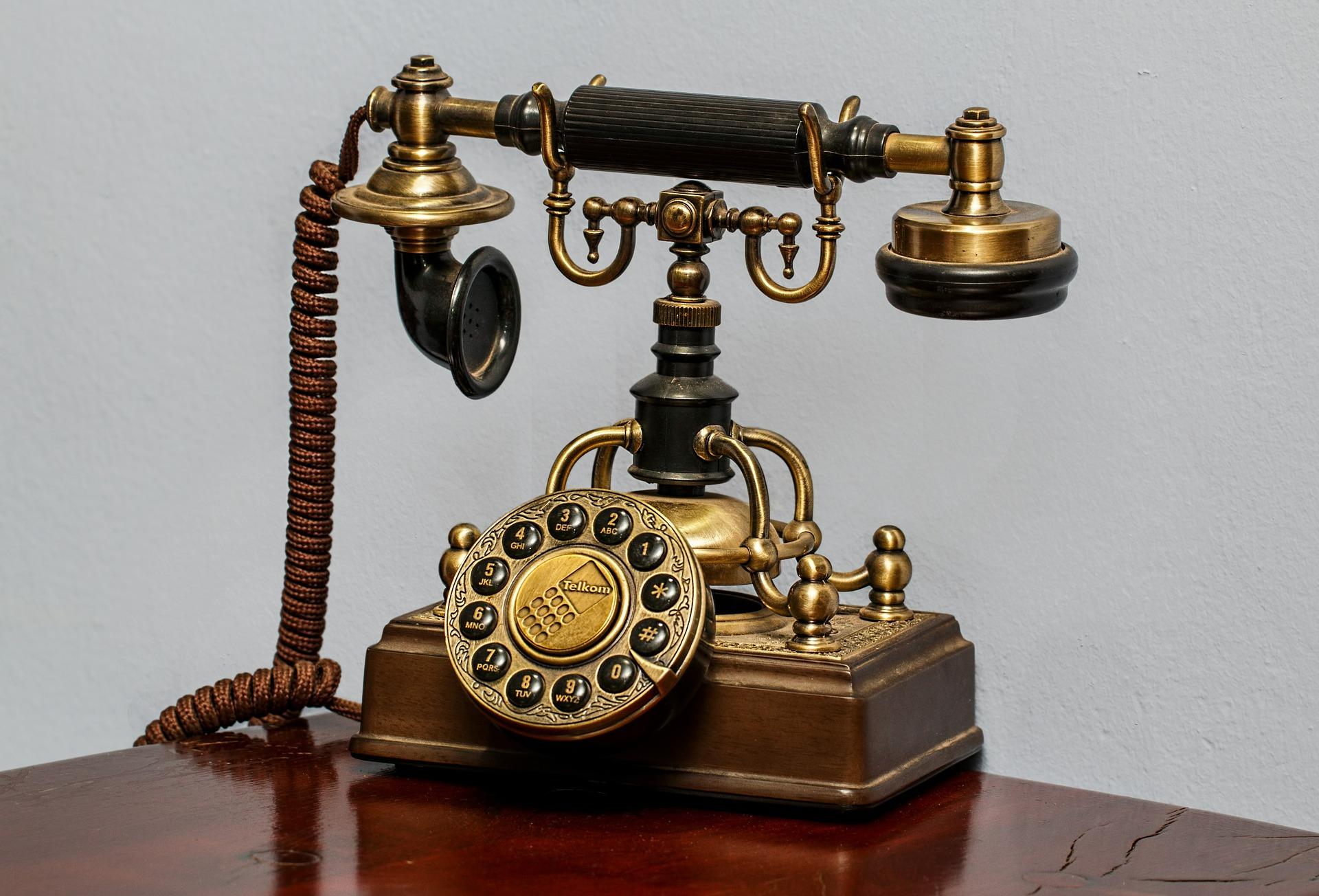 telephone-450639_1920